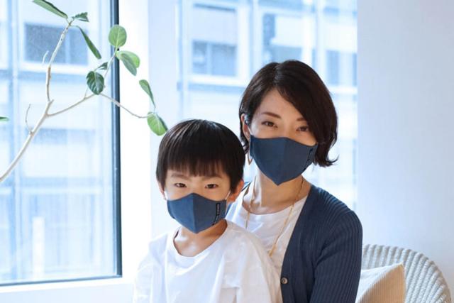マスクを着用した親子