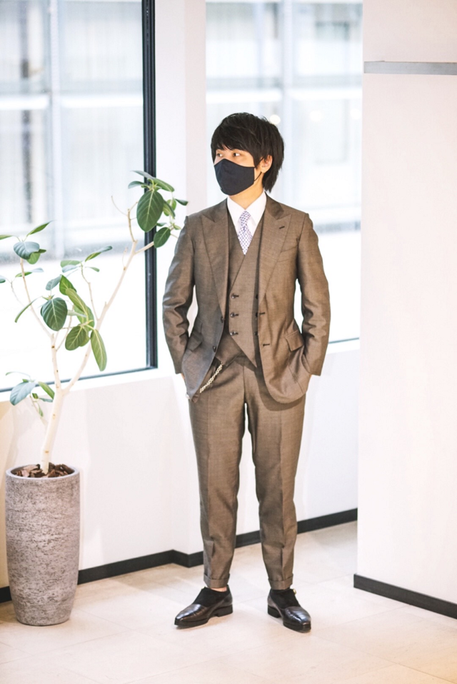 マスクとスーツのコーディネート